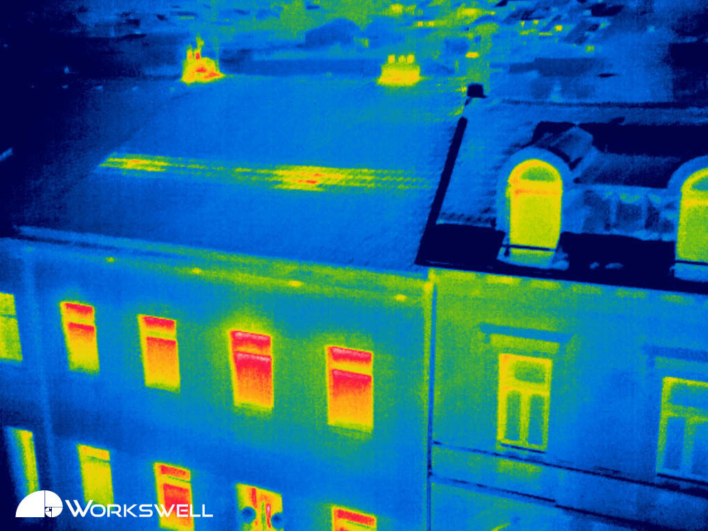 The thermal bridge on the roof of the building results in significant thermal losses.